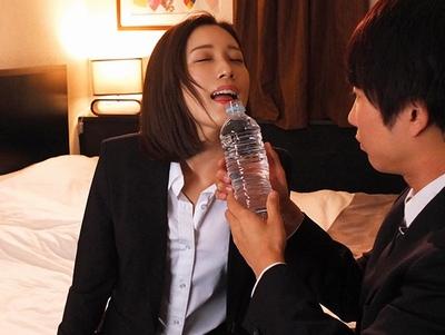 ホテルにて、泥酔な女上司の、69エロ動画!【女上司動画】