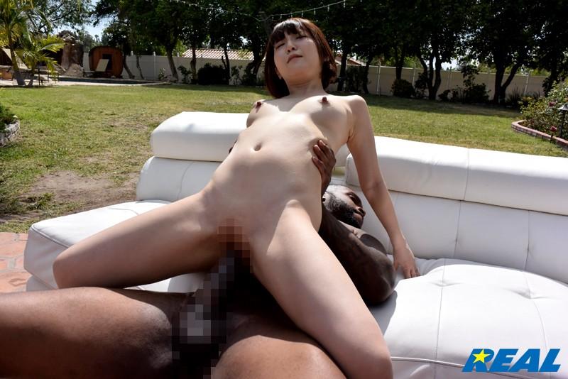 パイパンで美乳の美少女アイドル、佐倉絆の絶頂sex潮吹きが、野外にて…!【エロ動画】