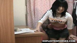 【変態】スレンダーな貧乳の美少女の、レイプフェラ無料動画!【美少女動画】