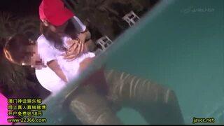 野外にて、巨乳で水着姿の女性の、痴漢バイブ羞恥無料エロ動画。【露出動画】