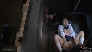 色白スレンダーな巨乳の女子校生痴女の、着エロ逆ナンパンチラ無料H動画。【女子校生、痴女動画】