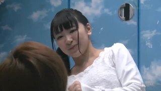 マジックミラー号にて、ポニーテールの女子大生素人の、素股セックス羞恥無料エロ動画!【中出し動画】
