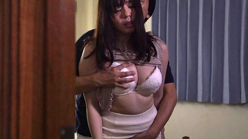 【エロ動画】巨乳の若妻人妻の、セックス乳揉み寝取られプレイがエロい。