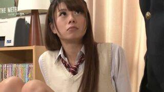 【巨根】スレンダーな制服姿のギャル女子校生の、フェラセックス無料エロ動画。【ギャル、女子校生動画】