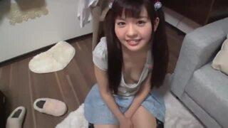スレンダーなパイパンで貧乳で美乳の美少女の、近親相姦胸チラ無料H動画。【美少女動画】
