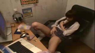 淫乱な制服姿の痴女女子校生の、隠し撮り絶頂露出無料動画。【痴女、女子校生、美少女動画】