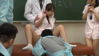 【北川ゆず介護】スレンダーでエロい制服姿の美少女、北川ゆずの介護露出羞恥プレイがエロい!!【エロ動画】