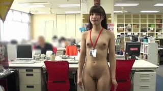 スレンダーなパンスト姿の女性社員の、羞恥露出無料エロ動画!【女性社員動画】