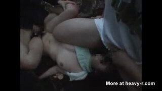 【ヤバイやつ】野外にて、美人な美乳の女性の、強姦中出しレイプエロ動画!【手コキ、膣内射精、フェラ動画】