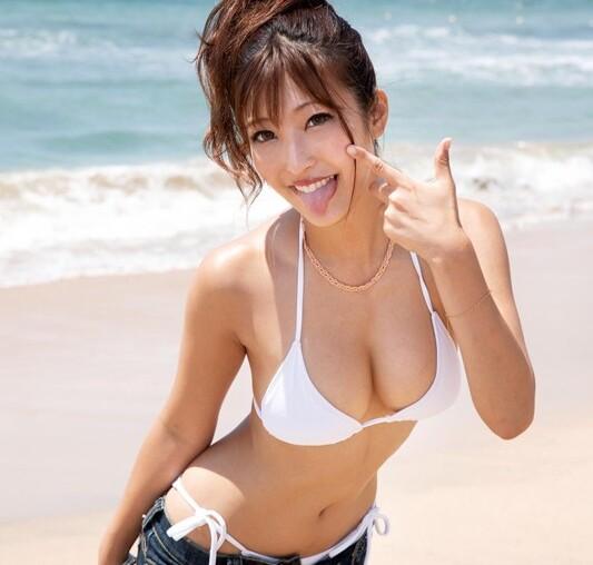 マジックミラー号にて、スレンダーな爆乳で水着姿の素人女子大生の、マッサージ痙攣ローション無料H動画。【媚薬動画】