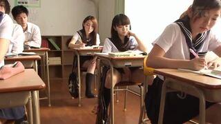 スケベスレンダーな制服姿の美少女女子校生、早乙女ゆいの露出パンチラ無料エロ動画。【早乙女ゆい動画】