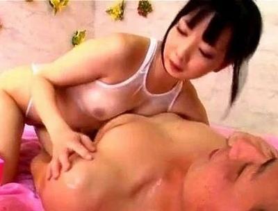 黒髪な美女の、乳首責め無料エロ動画!【美女動画】