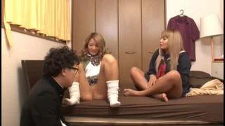 激カワな制服姿のギャル女子校生の、ハーレムフェラ筆おろし無料エロ動画。【セックス、3P動画】