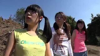 淫乱な貧乳でパイパンの美少女の、イタズラハーレム無料エロ動画!【美少女動画】