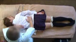 【外国人】巨乳でパイパンの女子校生白人の、中出しローションマッサージ無料動画。【女子校生、白人動画】