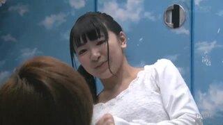 スレンダーな巨乳の女子大生の、騎乗位中出しローションエロ動画。【素股動画】