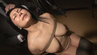 【霧島ゆかり】五十路で爆乳の熟女、霧島ゆかりの乳首責め調教プレイがエロい!!【エロ動画】