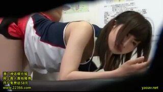 【女の子 マッサージ】スレンダーでエロい貧乳の女の子女子校生の、マッサージプレイ動画!