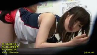 【エロ動画】スレンダー淫乱でHな制服姿の女子校生の、マッサージのぞき媚薬プレイエロ動画!!