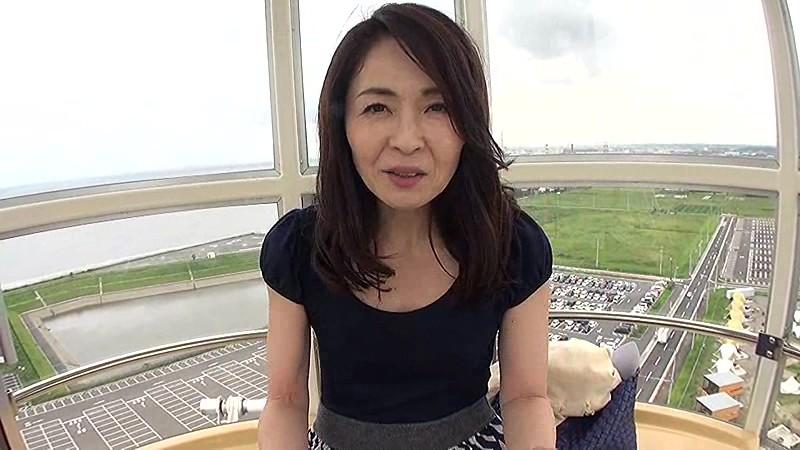 【エロ動画】美人でHな美脚の人妻熟女、麻生千春のキスプレイがエロい!!大人の魅力が溢れてます!