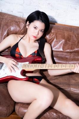 RaMu Guitar in Swimsuit 2021003