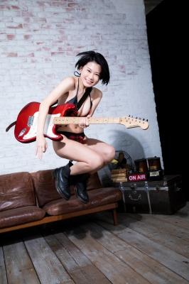 RaMu Guitar in Swimsuit 2021006