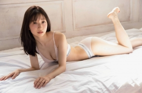 Kanako Tahara, daughter of Toshihiko Tahara tries swimsuit gravure for the first time in 10 years004