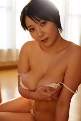 Konno Shiori swimsuit bikini gravure whipped H cup015
