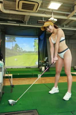 Sumire Noda plays golf in a swimsuit 2021003