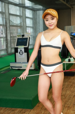 Sumire Noda plays golf in a swimsuit 2021005