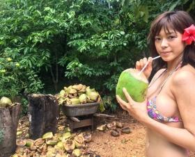 Minami Wachi swimsuit bikini gravure Current college student grador with a mature look019