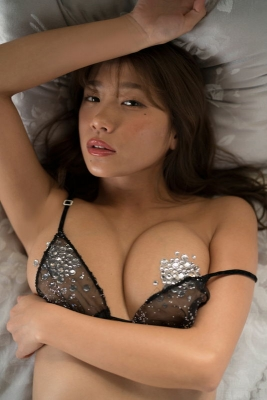 Aya Hazuki swimsuit bikini gravure Daring to put in a photo that might be rejected 2021007