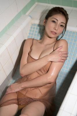 Asami Kumakiri Swimsuit Bikini Gravure She provokes you with her eyes bewitching shot 2021015