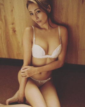 Asami Kumakiri Swimsuit Bikini Gravure She provokes you with her eyes bewitching shot 2021036