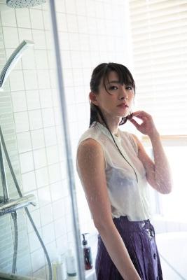 Yukari Oshima swimsuit bikini gravureI couldnt imagine her as a station announcer011