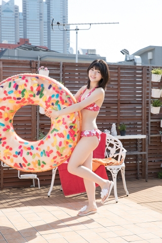 Risa Sawamura Floral Frilled Bikini010
