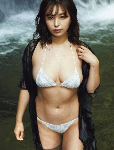 Iroha Yanagi swimsuit bikini gravure After getting married in 2019Im not going to give anything away003