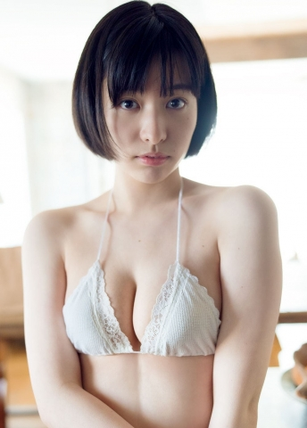 Kaoru Higashide swimsuit bikini gravure Maiden with short black hair 19 years old charm 2021007