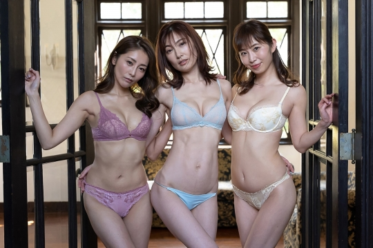 Youko Kumada, Asami Kumakiri Misumi Shiochiswimsuit underwear gravure flower maturethree trio three bad girls011