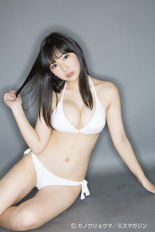 The gravure queen of 2042 whose momentum never stops015
