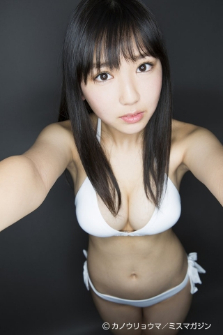 The gravure queen of 2042 whose momentum never stops032