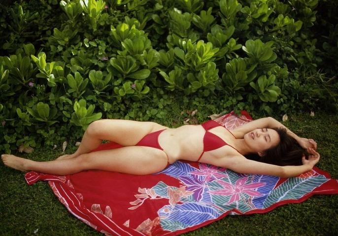 Moriguchi Hiroko swimsuit bikini gravure 1985 debut013