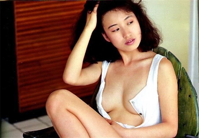 Moriguchi Hiroko swimsuit bikini gravure 1985 debut024
