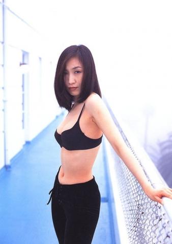 Moriguchi Hiroko swimsuit bikini gravure 1985 debut034