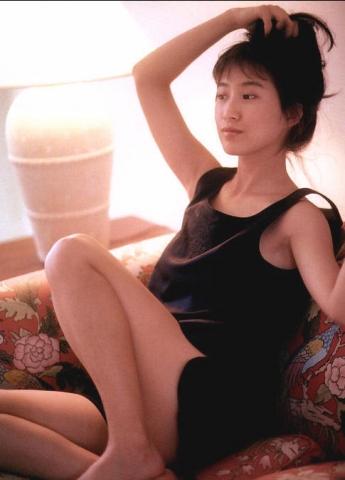 Moriguchi Hiroko swimsuit bikini gravure 1985 debut040