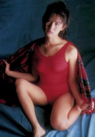 Yuri Nakae swimsuit gravure 1989 debut003