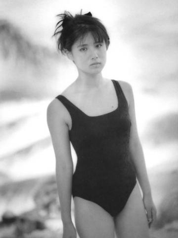 Yuri Nakae swimsuit gravure 1989 debut031
