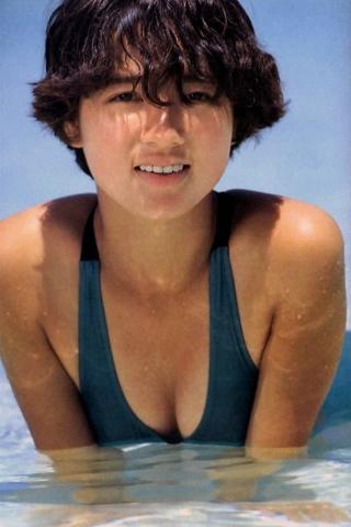 Yoko Ishino swimsuit bikini gravure 1985 debut019
