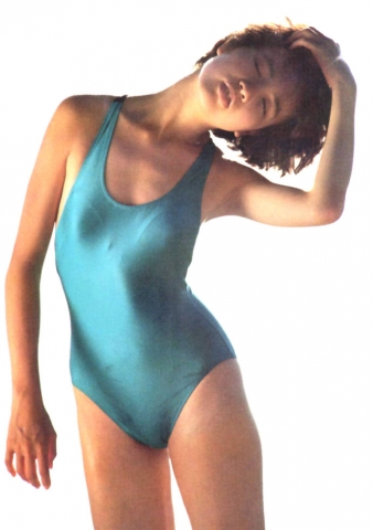 Yoko Ishino swimsuit bikini gravure 1985 debut027