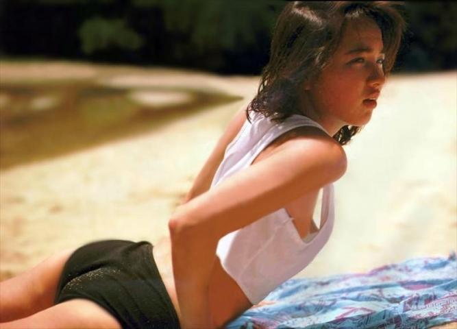 Yoko Ishino swimsuit bikini gravure 1985 debut043